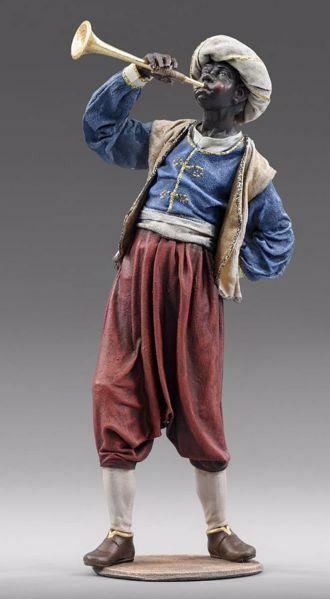 Imagen de Paje de los Reyes Magos con trompeta cm 40 (15,7 inch) Pesebre vestido Immanuel estilo oriental estatua en madera Val Gardena trajes de tela