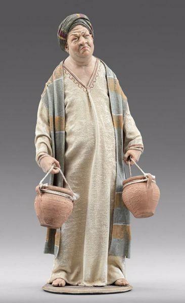 Imagen de Uomo de pie con ánforas cm 20 (7,9 inch) Pesebre vestido Immanuel estilo oriental estatua en madera Val Gardena trajes de tela