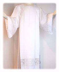 Immagine di SU MISURA Camice liturgico collo quadro ricamo a losanghe su tulle misto cotone bianco