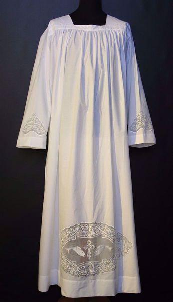 Imagen de A MEDIDA Alba litúrgica cuello cuadrado bordado directo y en tul Peces mezcla de algodón blanco