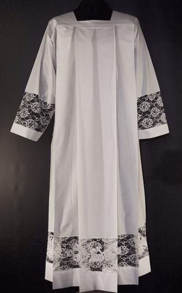 Immagine di SU MISURA Camice liturgico collo quadro pizzo Rose con ricamo sovrapposto Agnello Pellicano Croce misto cotone bianco