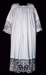 Immagine di SU MISURA Camice liturgico collo quadro ricamo liberty Croci piccole su tulle sfrangiato misto cotone bianco