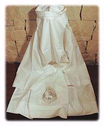 Immagine di SU MISURA Camicione liturgico collo chiuso ricamo diretto e su tulle Agnello misto cotone bianco