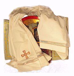 Immagine di SU MISURA Camice liturgico collo quadro ricamo macramè Croce misto cotone avorio bianco