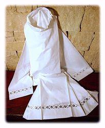 Immagine di SU MISURA Camicione liturgico collo chiuso pizzo Bruxelles geometrico misto cotone bianco