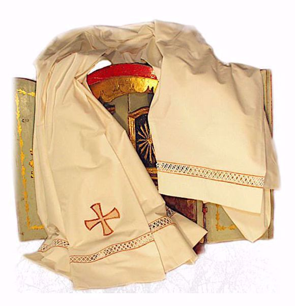 Immagine di SU MISURA Cotta liturgica collo quadro ricamo macramè Croce misto cotone avorio bianco