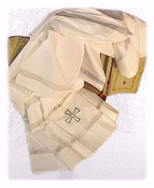 Immagine di SU MISURA Cotta liturgica collo quadro ricamo e 2 righe macramè Croce misto cotone avorio bianco