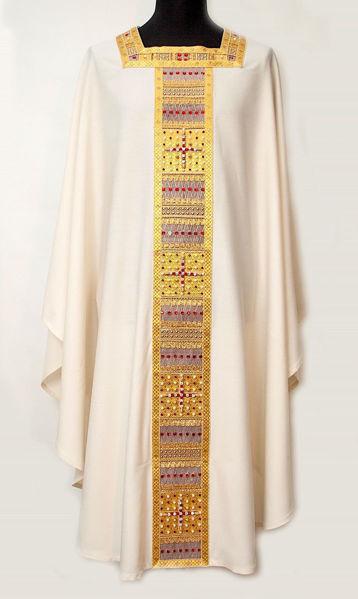 Immagine di Casula collo quadrato Stolone e collo ricamati filato Oro con Cristalli Tela Vaticana Avorio Rosso Verde Viola