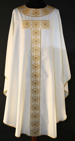 Picture of Chasuble Round Collar Satin Tau-shaped stolon and neck Filigree pattern Vatican Canvas Ivory, Red, Green, Violet