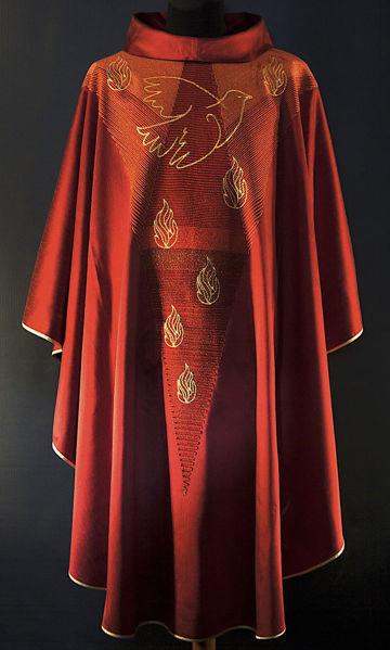 Imagen de Casulla moderna, Cuello Anillo, bordado directo de Paloma Espíritu Santo lana de oro dégradé Lana pura Rojo