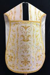 Immagine di Pianeta Romana Collo a trapezio Ricamata filato oro con disegno barocco spighe JHS Gallone Rocaille oro Raso Bianco Rosso Verde Viola