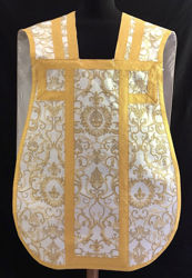 Immagine di Pianeta Romana Collo a trapezio Ricamo All Over filato oro lametta Gallone oro Raso Bianco Rosso Verde Viola