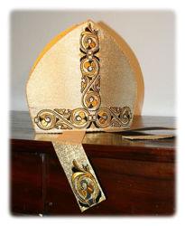 Immagine di Mitria Liturgica Ricamo Arabesco Oro Nero Raso Oro