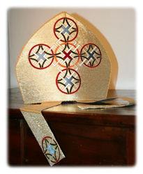 Immagine di Mitria Liturgica Ricamo Geometrico Croce Oro Colori Raso Oro