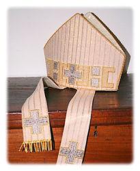 Immagine di Mitria Liturgica Stile Moderno Applicazione Croce filato Melange Ricamo Oro Shantung Bianco