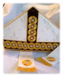 Immagine di Mitria Liturgica Stile Moderno Gallone Ricamato Oro Lametta Paillettes Strass Shantung Bianco