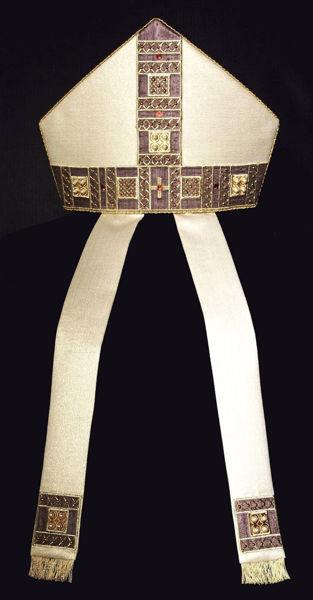 Imagen de Mitria litúrgica Forma Moderna Galón Bordado Strass Adornos Perlas Shantung Blanco