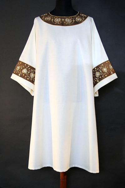 Picture of Dalmatic Floral Embroidery Orolana White Red Green Violet Gold Light Blue