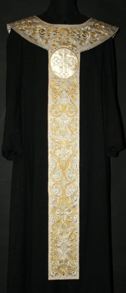 Imagen de Palio Litúrgico bordado Motivo de Ramaje Satén Blanco Rojo Verde Morado Oro Azul