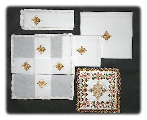 Imagen de Servicio Misa Juego completo 5 Piezas Bordado Oro Colores Terital-Cotton Blanco Rojo Verde Morado