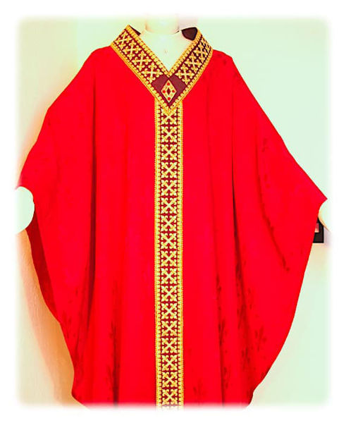 Imagen de Casulla Bordado Oro Pedrería de cristal y Filigrana Damasco Lirio Marfil Rojo Verde Morado