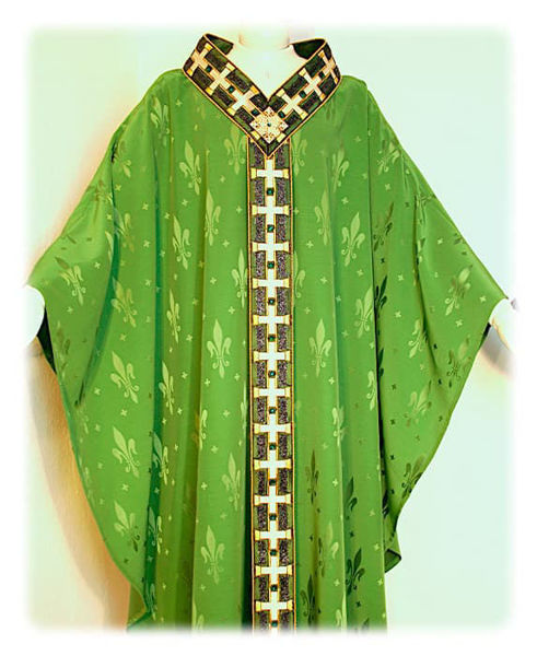 Picture of Chasuble Gold filigree Embroidery Lurex Crystal rhinestones Damascus Lily Ivory Red Green Violet